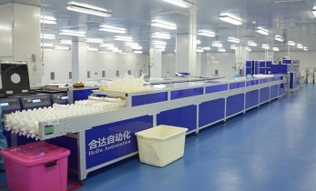 Hemodialyzer packaging line